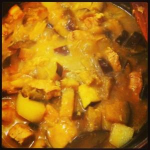 Curry aux aubergines en cours de préparation