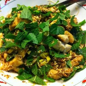 salade de vermicelles de riz, poulet et menthe fraîche