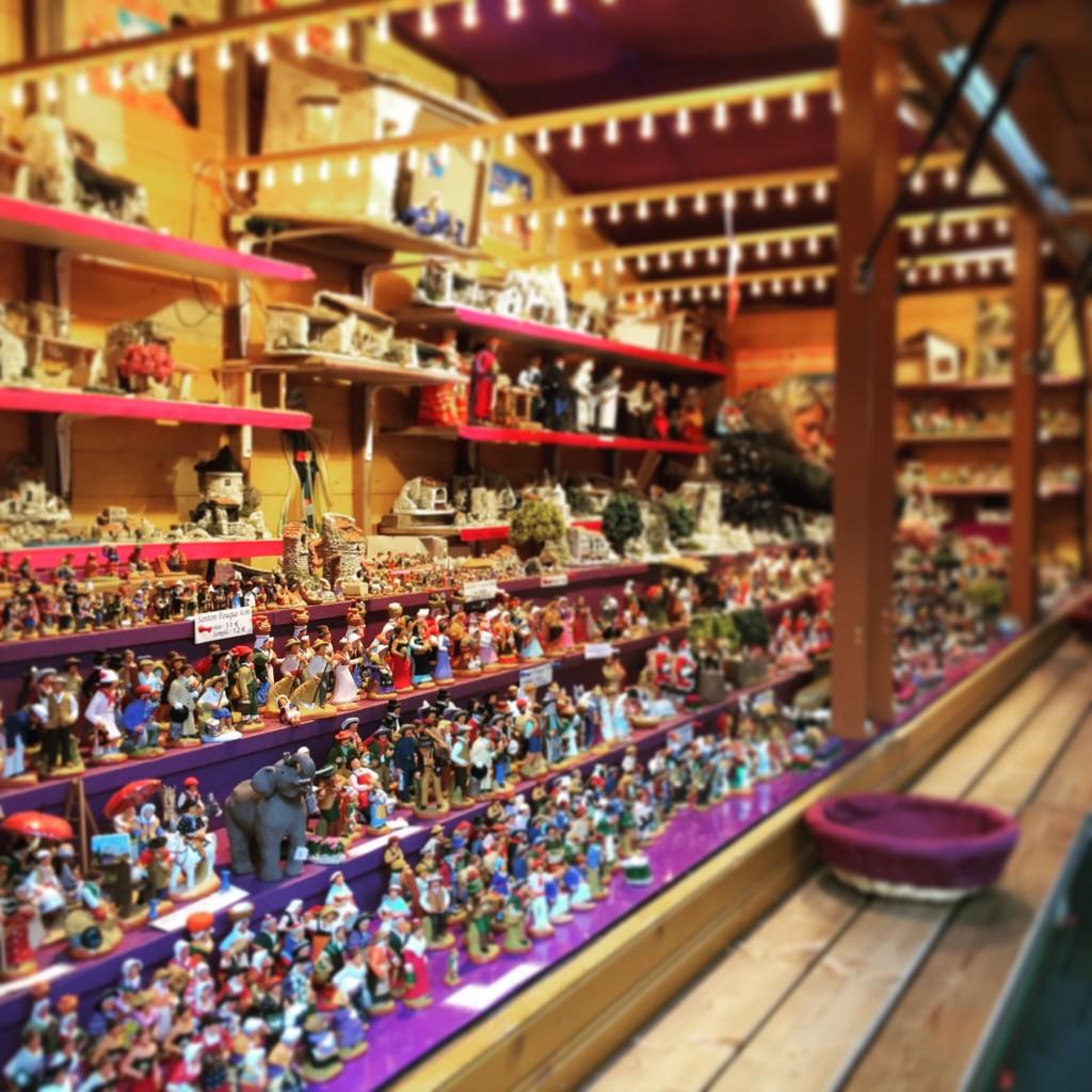 Un stand de santons sur le marché de Noël